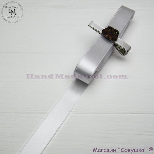 Double sides satin ribbon 2 cm width, colour 01-white.
