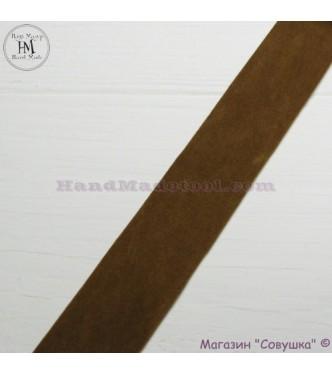 Faux suede ribbon 2,5 cm width, colour 10-dark mustard.
