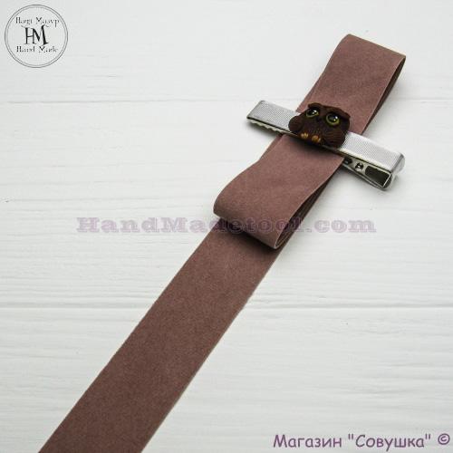 Faux suede ribbon 2,5 cm width, colour 17-powder.